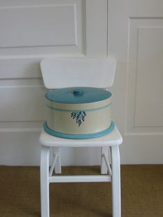 Cake Carrier Metal Vintage Blue by vintagejane on Etsy, 36.00$