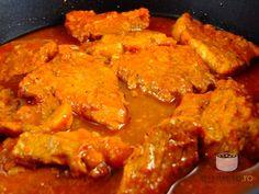 700 gr carne porc (pulpa), 200 ml bulion, 1 capata. Pork Recipes, Recipies, Cooking Recipes, Romanian Food, No Cook Meals, I Foods, Foodies, Grilling, Curry
