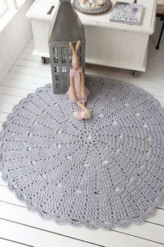tapete de croche 10 Diy Crochet Projects, Crochet Home Decor, Crochet Stitches, Knit Crochet, Crochet Patterns, Beige Carpet, Patterned Carpet, Tapete Doily, Painting Carpet
