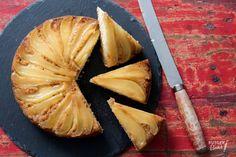 Peren upside down cake – recept / Pear upside down cake - recipe - baking Winter Desserts, Dutch Recipes, Baking Recipes, Pear Upside Down Cake, Cake Recept, Bake My Cake, Sweet Bakery, High Tea, Food For Thought