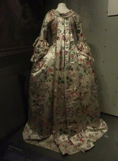 Robe and petticoat    V&A Museum    c. 1760-70