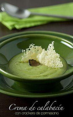 Crema de calabacín y crackers de parmesano by Alicia {La locanda}, via Flickr