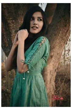Kurti Sleeves Design, Kurta Neck Design, Sleeves Designs For Dresses, Dress Neck Designs, Stylish Dress Designs, Stylish Dresses, Blouse Designs, Sleeve Designs For Kurtis, Kurti Back Neck Designs