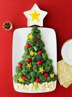 vegetable Christmas Tree http://www.cutefoodforkids.com/2011/12/12-35-edible-christmas-tree-craft-ideas.html