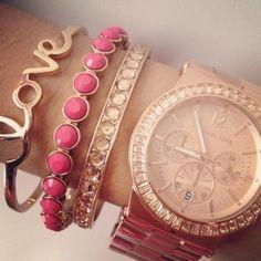 Mooi, die combinatie met horloge en armbanden