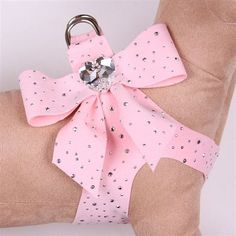 Put a big bow on your little party animal with this stunning tail bow step in harness designed by Susan Lanci! Not only is this step in dog harness fashionable, it's great for those who want the convenience of an easy walk harness and no-choke comfort