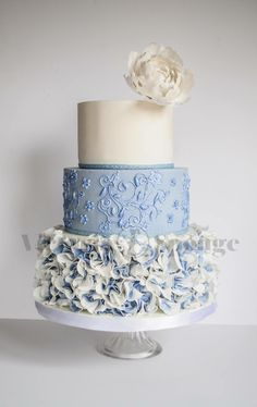 Blue two tone scrunch rose ruffles, lustred handpiping and a gumpaste peony!!