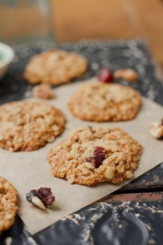 Oatmeal Date Cookies -- perfectly crisp on the edges while still soft and chewy in the middle #vegan #glutenfree #cookies