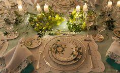 Mesa posta - verde e branca com uvas