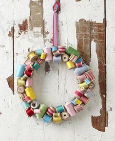 DIY: cotton-reel wreath