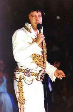Elvis Presley In Concert April 1977 - pm Toledo, Ohio Elvis Presley 1977, Elvis Presley Concerts, Elvis Presley Pictures, Elvis In Concert, Facebook Pic, Elvis Cd, Memphis Mafia, Elvis Collectors, Moody Blues