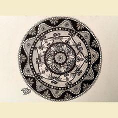 """""""Looks like lace?  Just trying something new #zentangle #zentangleart #zendoodle…"""