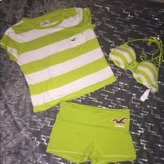 Hollister Beach Bundle !!! 3 in 1 bundle is perfect for a summer day! The lightly padded swim to is SMALL . The top is a X SMALL. And the yoga shorts are a X SMALL. Very gently used! Hollister Swim