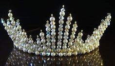A modern tiara Hair Jewels, Hair Beads, Wire Crown, Wedding Tiaras, Hair Decorations, Tiaras And Crowns, Beads And Wire, Wedding Hair Accessories, Bridal Headpieces
