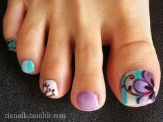 Flower and Swirl Toe Nails.
