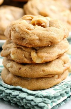 White Chocolate Chip Macadamia Nut Cookies - These were wonderful! These are my friend's favorite type of cookie so I made a batch for her birthday.. :)