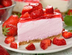 Dive into this traditional New York signature dessert. The creamy cheesecake will melt in your mouth with every bite. Top it with a fresh strawberry glaze to add a tangy flavor. Sour Cream Cheesecake, Classic Cheesecake, Cheesecake Vegan, Strawberry Desserts, Strawberry Cheesecake, Strawberry Glaze, Cheesecake Factory Recipes, Best Cheese, Ricotta