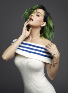 Katy Perry's new green hair! <3 I'll be able to see her in concert with her green hair!