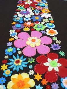 I could totally make this. What a pretty runner it'd make for spring. I'm thinking shells and starfish! VK