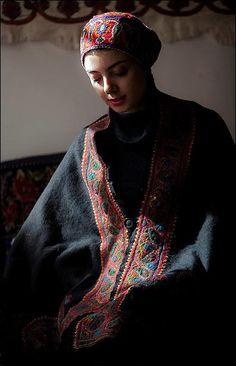 Iran, kerman Persian People, Teheran, Oriental, Achaemenid, Diana, Persian Culture, Iranian Women, We Are The World, Textiles