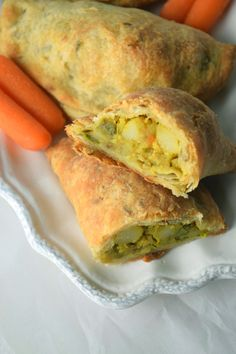 Loaded Spicy Curried Veggie Filling in Pocket Pies - cauliflower, potatoes, peas, peppers, carrot Vegetable Pasties, Vegetable Pie, Indian Food Recipes, Vegan Recipes, Cooking Recipes, Budget Cooking, Indian Snacks, African Recipes, Curry Recipes