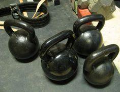 Mira una rutina HIIT que puedes hacer con pesas rusas y que te puede ayudar a mejorar.