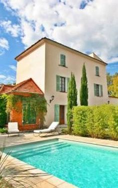 A traditional 18th century bastide house in a quiet setting but not far from the town centre. With swimming pool, 5 bedrooms and 2 terraces in the towers. Not far from the town centre of Draguignan in the South of France. Draguignan is an historic market town just 1 hour from Nice and between the Cote d'Azur of Cannes and the Verdon Gorges and lavender fields of Valensole | Secondhome.global