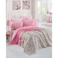 Toto není jen přehoz, který v rychlosti zakryje postel po ranním vstáváním, ale zároveň ho můžete použít i jako vlastní lehčí peřinu po jižanském způsobu. Na léto naprosto ideální, v zimě vás pak spolu s peřinou dvojnásobně zahřeje.