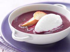 Richtig raffiniert und dabei supereinfach zuzubereiten. Apfel-Holunder-Suppe - mit Schneeklößchen - smarter - Kalorien: 91 Kcal - Zeit: 25 Min. | eatsmarter.de
