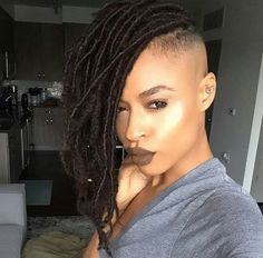 This shaved short girl hairstyles really are fabulous. Shaved Side Hairstyles, Braided Hairstyles For Black Women, Ponytail Hairstyles, Girl Hairstyles, Men's Hairstyle, Medium Hairstyles, Wedding Hairstyles, Dreads, Braids With Shaved Sides