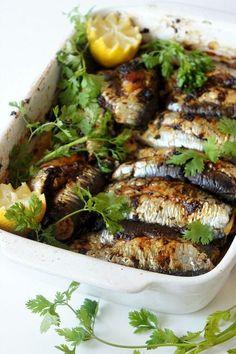 Sardines au Four Fish Recipes, Seafood Recipes, Cooking Recipes, Healthy Recipes, Sardines Au Four, Morrocan Food, Algerian Recipes, Fish Dishes, Mediterranean Recipes