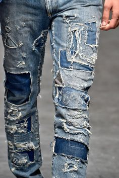 Ripped Jeans Men, Torn Jeans, Patched Jeans, Blue Jeans, Dolce E Gabbana, Men Pants, Character Costumes, Destroyed Jeans, Denim Outfit