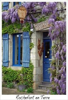 Rochefort en Terre ~ beautiful entrance to a little shop, in France. Plan Hotel, Portal, Fachada Colonial, Ville France, Photo Images, Beaux Villages, French Countryside, Wisteria, Boutiques