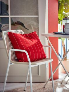 TORPARÖ white, beige, Chair with armrests, in/outdoor - IKEA Metal Patio Furniture, Balcony Furniture, Outdoor Dining Furniture, Furniture Covers, Solid Wood Furniture, Cool Furniture, Outdoor Table Tops, Patio Table, Cozy Blankets