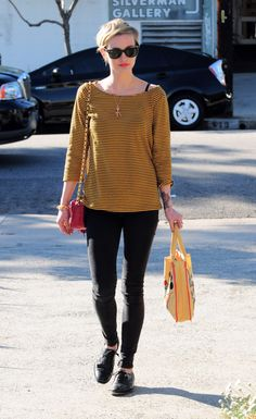 Ashlee simpson. Diggin' the tights + oxfords