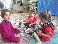 【シリア北東部】ISに包囲されたヤズディ教徒の多くはクルド自治区を目指した。道を断たれ、シンジャル山へ逃げるしかなかった住民もいる。その後、クルド組織に救出された一部が、シリア北部のクルド人地域に避難。(2014年9月撮影・玉本英子)
