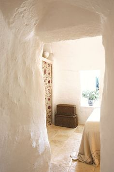 Beautiful Trulli in Puglia, Italy - Restored by Azzurra Garzone Architects - Itria Valley - Murge area of the Italian region of Apulia Beautiful Space, Beautiful Homes, Casa Wabi, Interior And Exterior, Interior Design, Adobe House, Global Style, Tulum, Architecture
