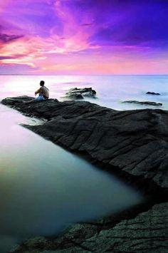 """""""Es necesario aprender lo que necesitamos y no únicamente lo que queremos.""""    Paulo Coelho."""