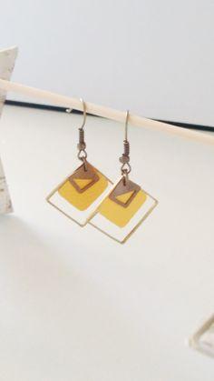 Boucles d'oreille géométriques triple losange, cuir jaune « orpiment » vif printemps été : Boucles d'oreille par izzybijoux