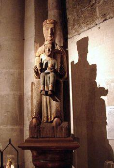 Marseille Notre-Dame de la Sagesse, la nouvelle Vierge noire, réalisée en bois…