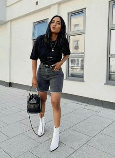 White boots and denim shorts Mode Outfits, Short Outfits, Stylish Outfits, Fashion Outfits, Fashion Tips, Fashion Mode, Moda Fashion, Fashion Killa, Retro Fashion