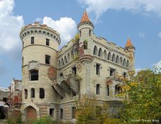 russian castles | Russian Castle Muromtsevo: An Almost Buried Wonder