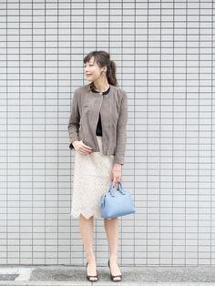 レザー×タイトスカート。定番の合わせもスエードで新鮮に。