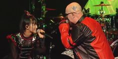 Watch ROB HALFORD Perform With BABYMETAL At  'Alternative Press Music Awards'