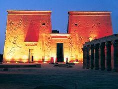 Luz y sonido Templo Filae de su crucero Nilo, #crucero_nilo_Egipto http://www.maestroegypttours.com/sp/Cruceros/Cruceros-por-El-Nilo-Egipto/Crucero-en-El-Nilo-Egipto-Sonesta-St-George