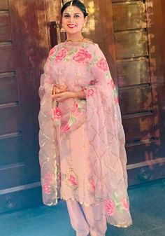 Embroidery Suits Punjabi, Embroidery Suits Design, Pakistani Formal Dresses, Pakistani Wedding Outfits, Hand Painted Dress, Painted Clothes, Designer Punjabi Suits, Indian Designer Wear, Dress Indian Style