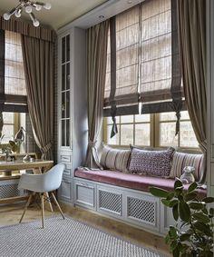 Дизайнер Варвара Шабельникова в своем новом проектепредставила очень необычное цветовое сочетание для интерьера квартиры в городе Орел. Для элегантной классической гостиной-кухни была выбрана свежая и очень интересная цветовая оболочка из светлых оттенков бирюзы, серого и бежевого. Получилось очень красиво, хоть и смело. Спальни и кабинет более теплые в палитре, но выполнены в не менее интересных …