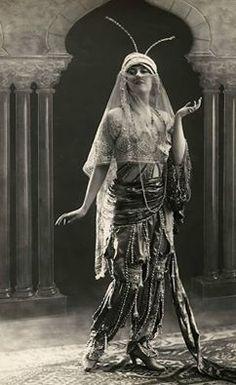 Dancer Flore Revalles
