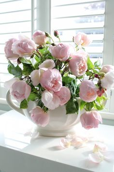 Captivating Why Rose Gardening Is So Addictive Ideas. Stupefying Why Rose Gardening Is So Addictive Ideas. Beautiful Flower Arrangements, Fresh Flowers, Floral Arrangements, Beautiful Flowers, Bloom Where Youre Planted, Flower Planters, Floral Bouquets, Planting Flowers, Wedding Flowers