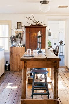 The farmhouse kitchen table is a great decorative piece for your home as well as pieces of American furniture. If your home is decorated with a style such as country, rustic, contemporary, or country French, this farmhouse kitchen table would give a Farmhouse Kitchen Tables, Fresh Farmhouse, Rustic Kitchen, Farmhouse Decor, Antique Farmhouse, Farmhouse Kitchens, Wooden Kitchen, Warm Kitchen, Neutral Kitchen